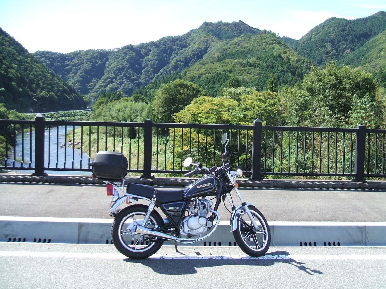 リッター46km走り時速100kmも出る現代のモンスターバイクGN125H